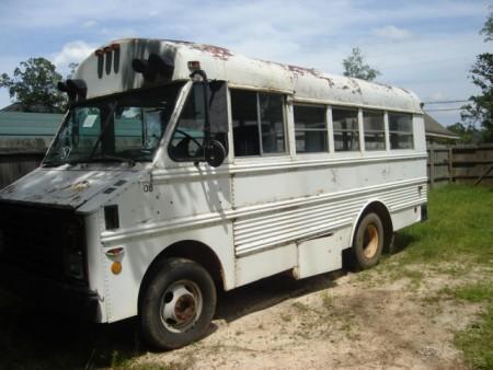 SHORT SCHOOL BUS FOR CAMPER - Louisiana Sportsman