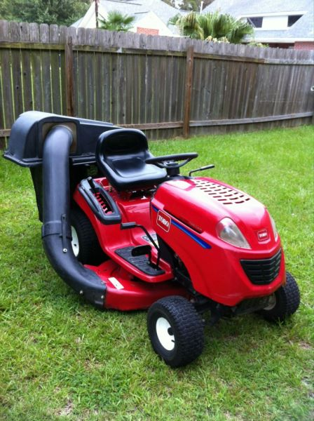 Expired Toro Riding Lawn Mower W Bagger 750 00