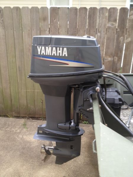 2006 Yamaha 50 HP 2 Stroke w/ Controls Outboard Motors For