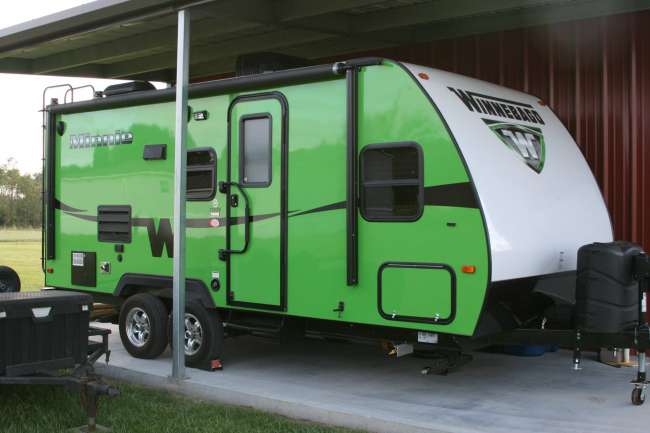 Minnie Winnie Travel Trailer >> 2015 Winnebago Minnie Winnie 2101ds Green 1 Slide Travel