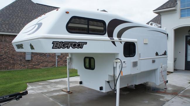 2009 Bigfoot Truck Camper 1500 series Truck Camper For Sale in