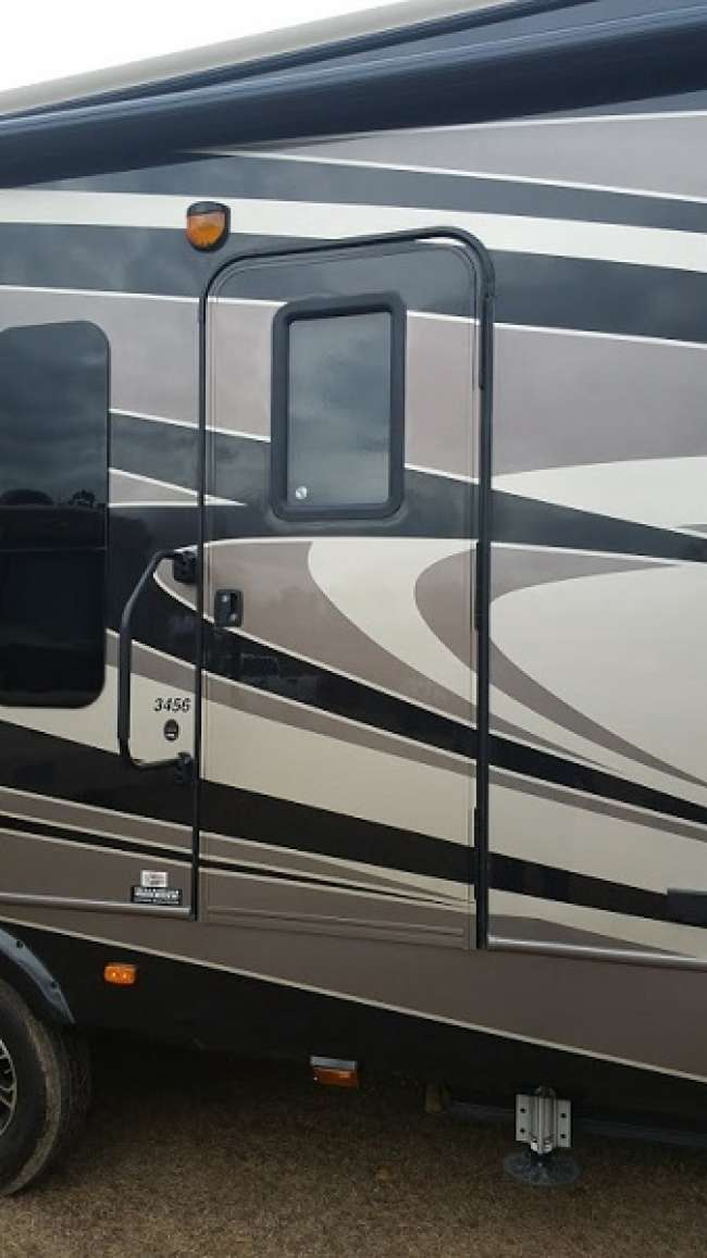 Fiberglass Repairs and Painting for your RVs - Mississippi Sportsman